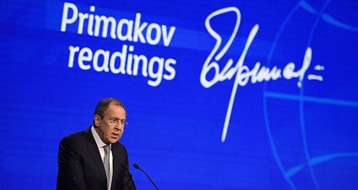 Chefe do Ministério das Relações Exteriores russo, Sergei Lavrov, discursa no fórum internacional dedicado ao célebre diplomata russo, Yevgeny Primakov, em 30 de novembro de 2016