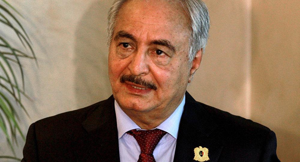 O comandante do Exército Nacional da Líbia Khalifa Haftar