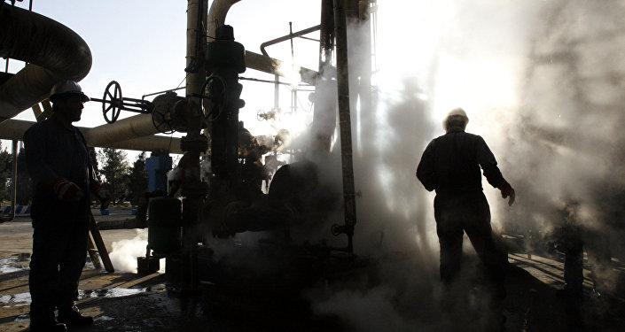Membros OPEP e outros países chegaram a um acordo hoje para reduzir drasticamente a produção do combustível