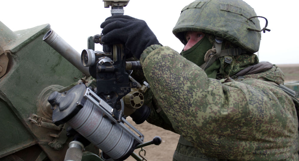 O militar de sistemas antiaéreos russo durante manobras no Sul da Rússia