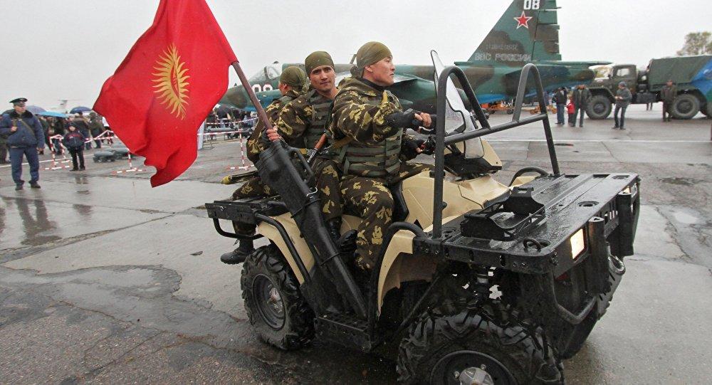 Comemoração de dez anos da abertura da base aérea da OTSC, na cidade de Kant, Quirguistão