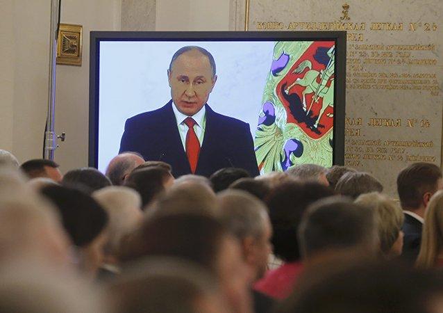 A Mensagem anual à Assembleia Federal de Vladimir Putin transmitida no Kremlin, em Moscou, em 1 de dezembro de 2016