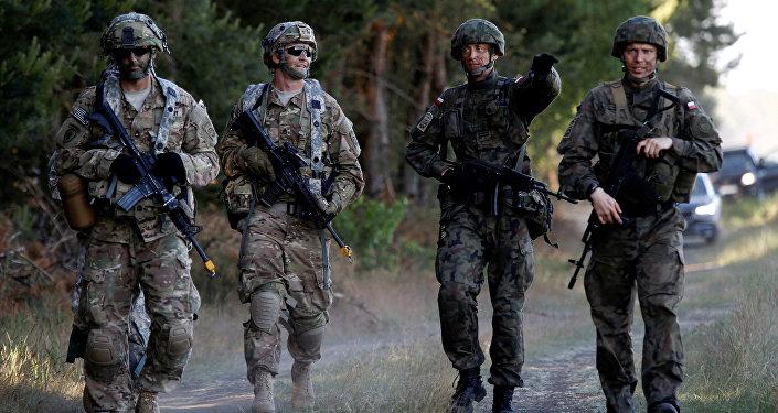 Exército polonês em exercício com tropas da OTAN no país, em 2016