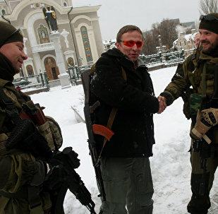 O ator russo Ivan Okhlobystin chega a Donetsk para a estreia de um filme, na criação do qual tomou parte