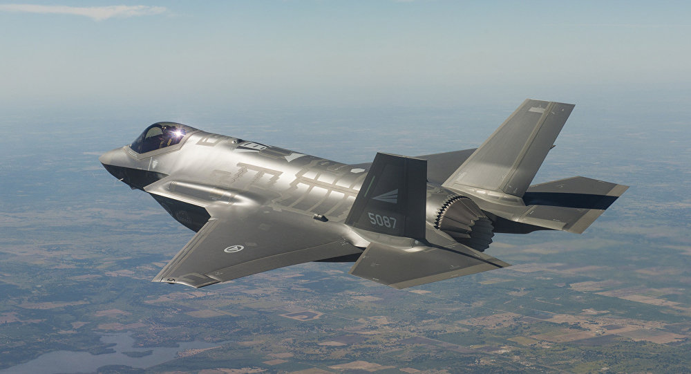 Caça americano F-35 cumprindo missão