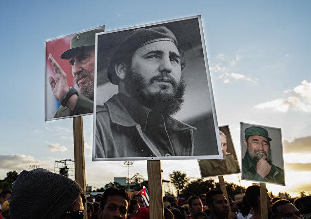 População homenageia líder cubano na cerimônia fúnebre