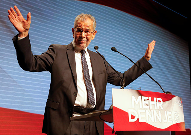 O candidato presidencial austríaco Alexander Van der Bellen, que é apoiado pelos Verdes, pronuncia seu discurso durante o comício eleitoral final em Viena, Áustria, 2 de dezembro de 2016