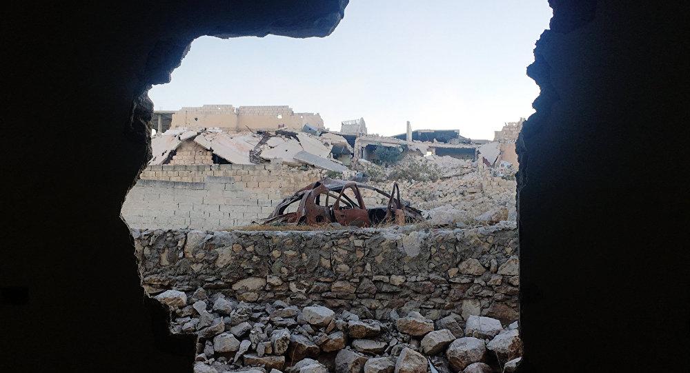 Na foto: interior do acampamento de refugiados palestinos no nordeste de Aleppo, Handarat, após ser libertado pelo exército sírio (foto de arquivo)
