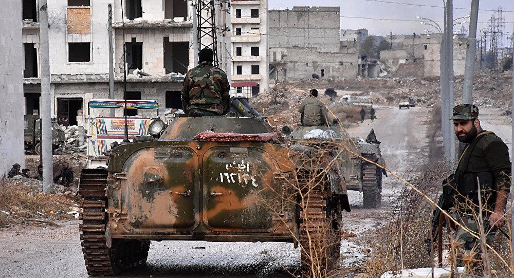 Forças pró-governamentais estabelecem um posto militar no bairro de Sakan al-Shababi, em Aleppo oriental, após o terem reconquistado aos rebeldes, em 2 de dezembro de 2016