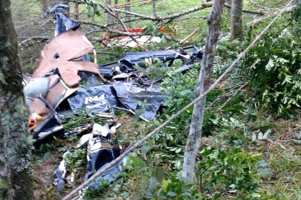 Os destroços da aeronave em meio a mata fechada