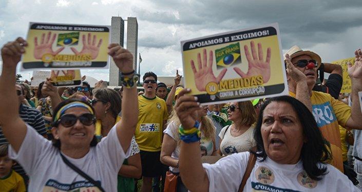 Manifestação em Brasília em defesa da Operação Lava Jato