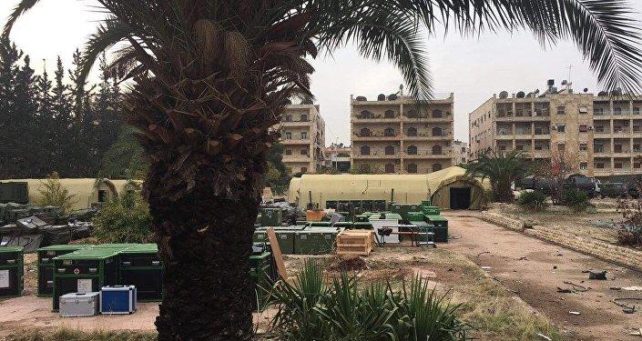 Esta foto de 5 de dezembro de 2016 mostra o que sobrou do hospital móvel russo em Aleppo após ataque de rebeldes, Síria