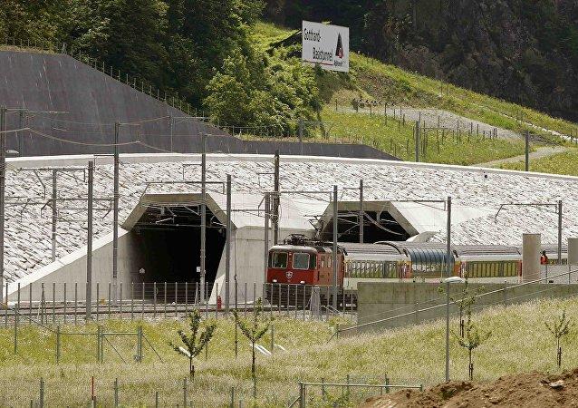 Suíça inaugura o túnel ferroviário mais longo do mundo