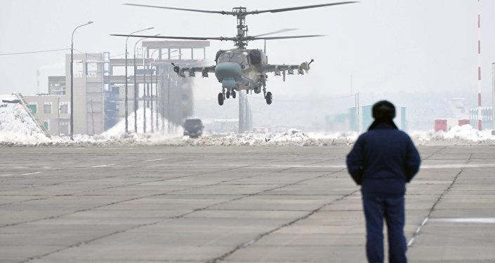 Decolagem vertical efetuado pelo helicóptero Ka-52 Alligator a partir de base aérea