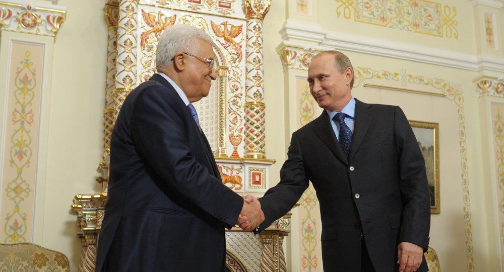 Vladimir Putin e Mahmoud Abbas, durante encontro em Moscou em junho de 2014