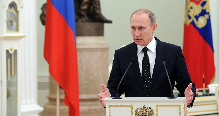 O presidente da Rússia, Vladimir Putin, em cerimônia de condecoração dos militares russos que participaram da operação na Síria (arquivo)