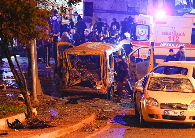 Carro-bomba explode próximo a estádio de futebol no centro de Istambul