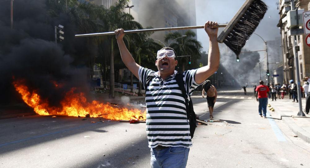 Manifestações no Rio de Janeiro contra programa de austeridade do governo brasileiro