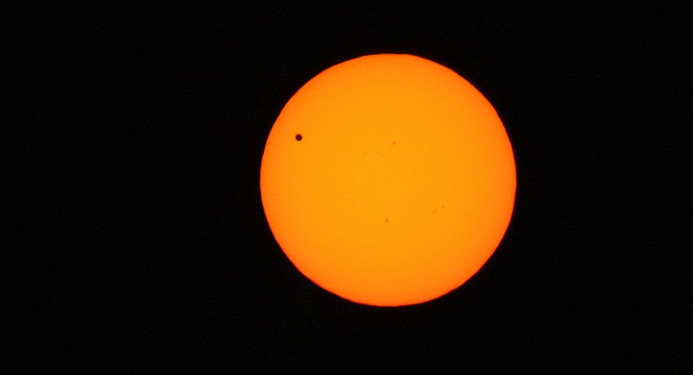 O desfile de planetas com o Sol e Vênus