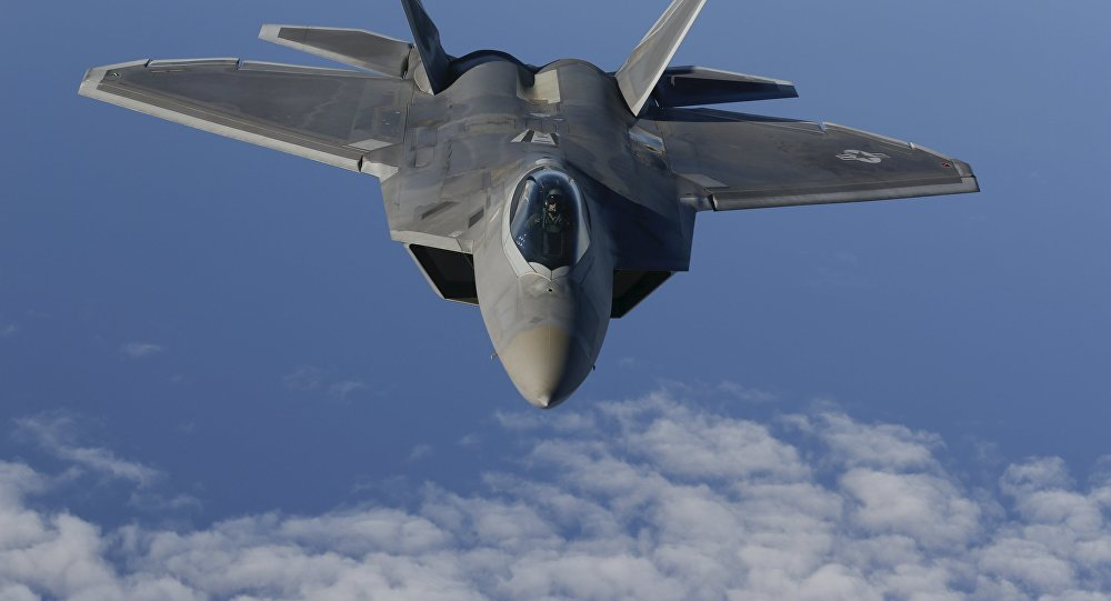 Avião da OTAN efetuando um voo de reconhecimento sobre as águais neutrais do mar Báltico