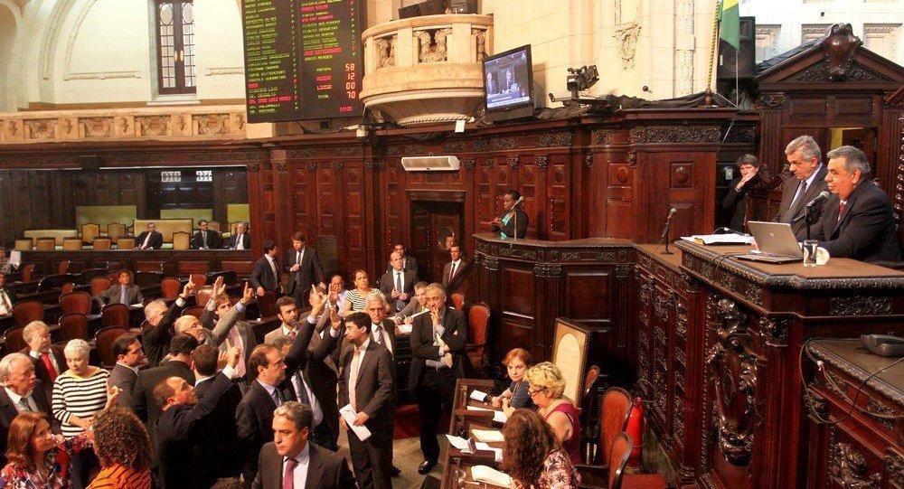 Sessão tumultuada na Alerj durante votação do ICMS