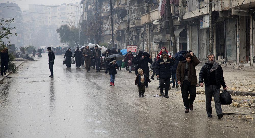 Civis sírios deixam zonas controlados por extremistas, Aleppo, 13 de dezembro
