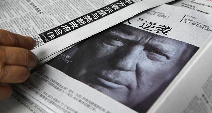 Imagem do presidente eleito dos EUA, Donald Trump, publicada em um dos jornais chineses, Pequim, China, novembro de 2016