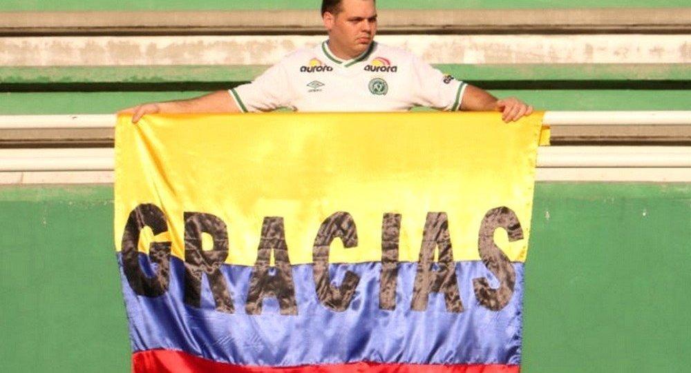 Torcedor Chapecoense agradece carinho do povo colombiano