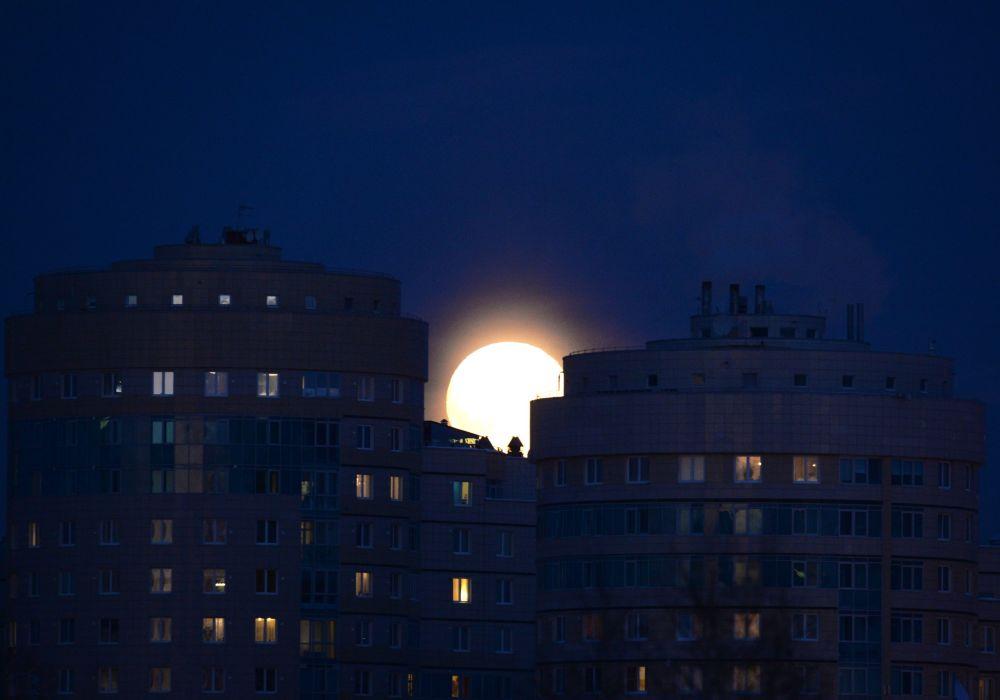 Superlua no céu da cidade russa de Ekaterinburgo