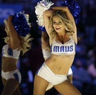 Torcida do time de basquete Dallas Mavericks no jogo em Dallas