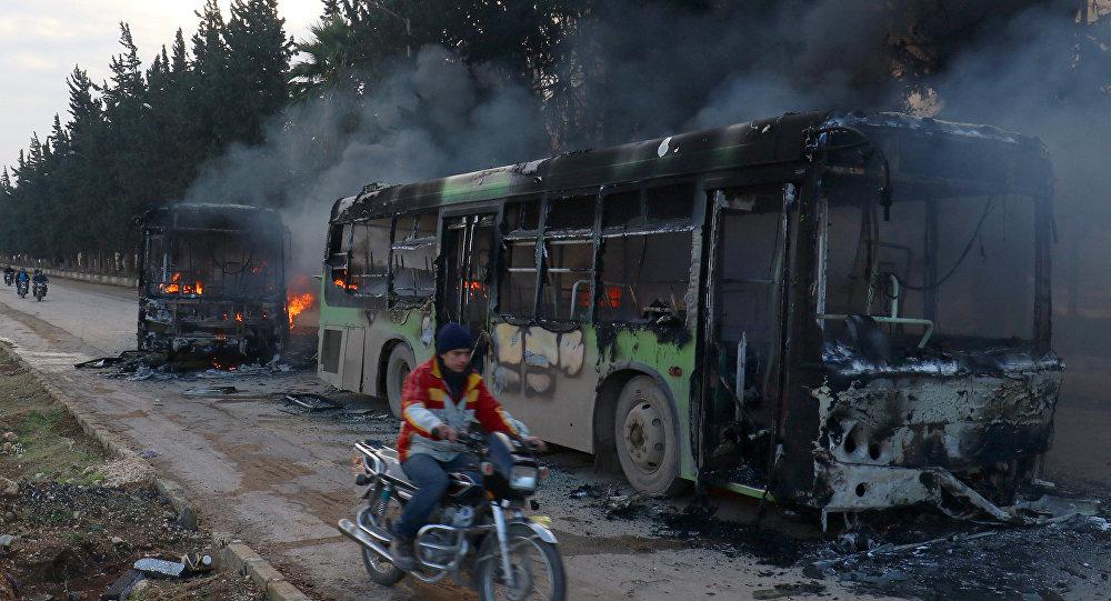 Extremistas atacam e incendiam ônibus de evacuação na Síria, 18 de dezembro de 2016