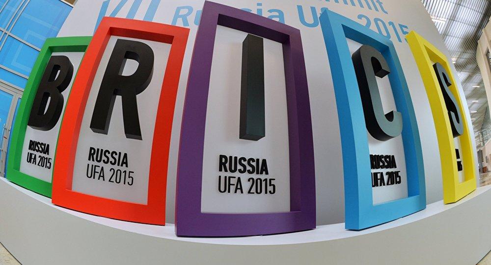 Logo dos BRICS na cúpula em Ufá