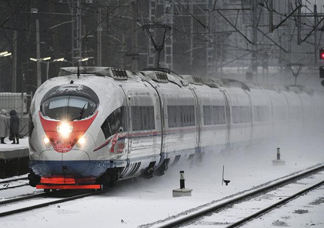 Trem de alta velocidade Sapsan na região de Moscou, Rússia (foto de arquivo)