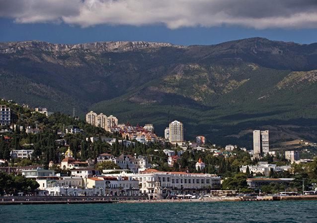 Crimeia, Rússia. Vista de Yalta a partir do mar Negro (arquivo)