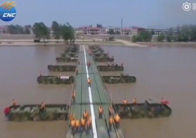 Ponte de 1 km é construída por soldados chineses em 27 minutos