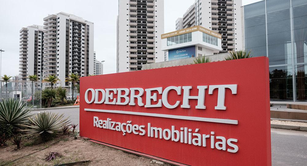 Placa da Construtora Odebrecht na Vila Olímpica e Paralímpica no Rio de Janeiro