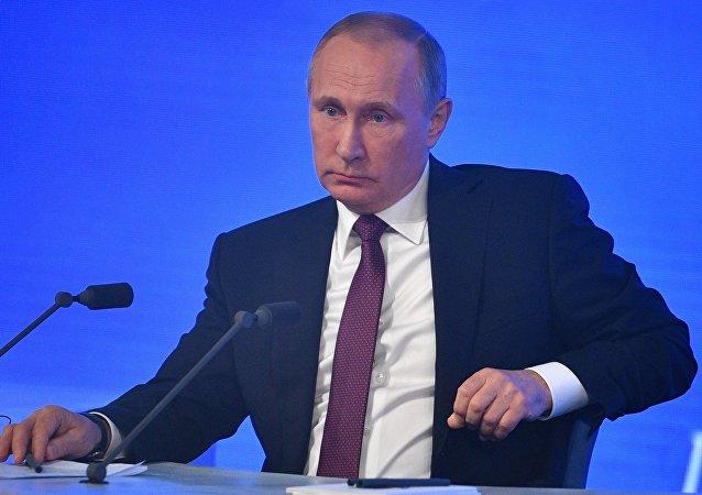 Vladimir Putin visto durante a sua grande coletiva de imprensa em 23 de dezembro de 2016