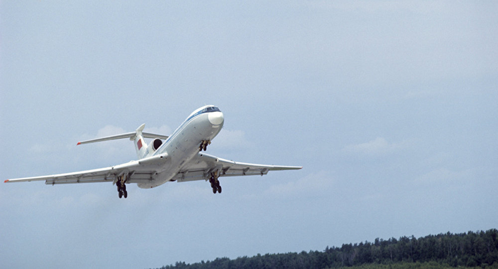 Самолет Ту-154 в воздухе