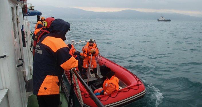 Operação de busca e resgate de passageiros do avião Tu-154