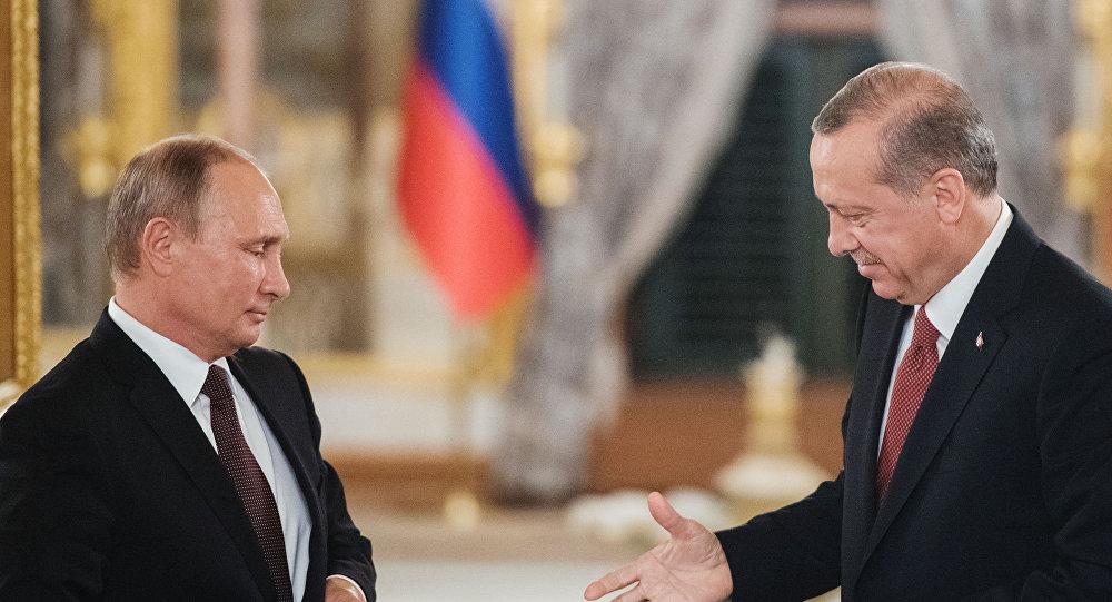 Presidente da Rússia, Vladimir Putin, e seu homólogo turco, Recep Tayyip Erdogan, após a reunião que mantiveram em Istambul