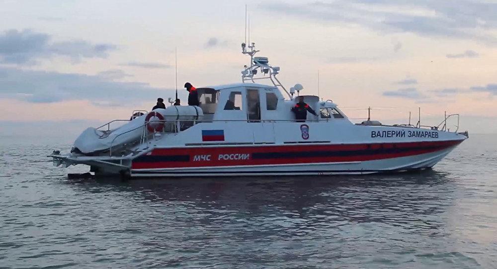 Operações de resgate no mar Negro no local da queda do Tu-154