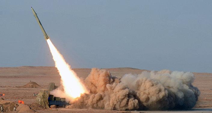 Exercícios de sistemas de mísseis Fateh, Irã, 2012 (foto de arquivo)