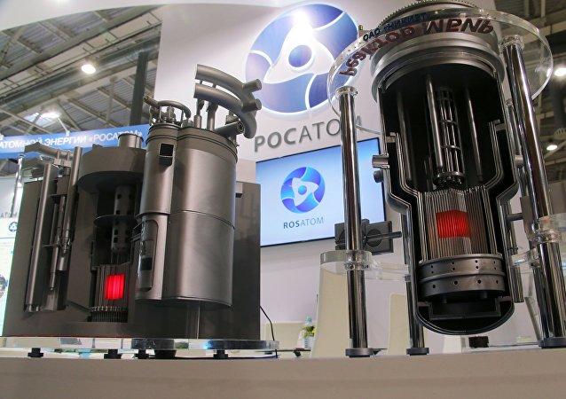 Modelos de reatores nucleares Brest e MBIR no estande da Rosatom (arquivo)