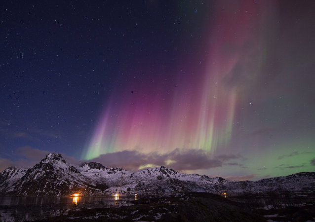 Aurora boreal dentro do Círculo Polar Ártico, Noruega, março de 2016 (foto de arquivo)