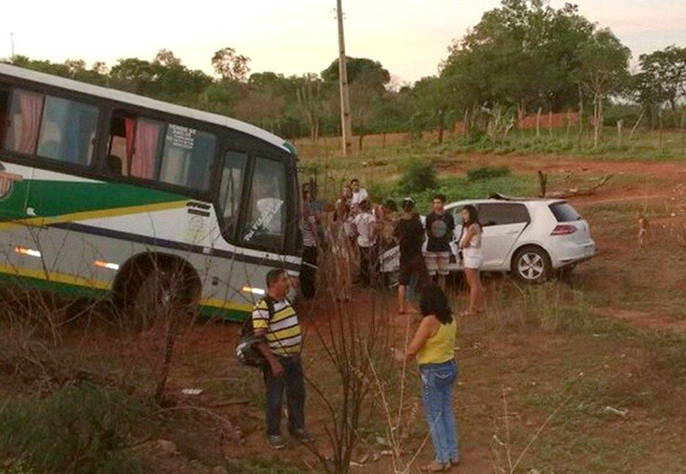 Carro do prefeito eleito de Santana, Chico Borges bateu de frente com um ônibus