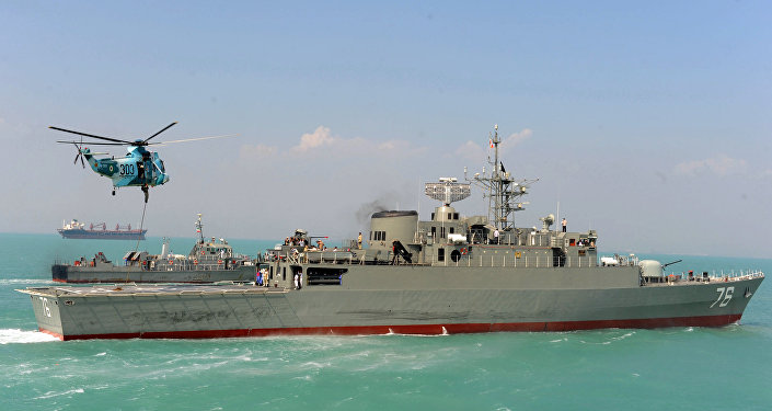 Destróier iraniano Jamaran no Golfo Pérsico