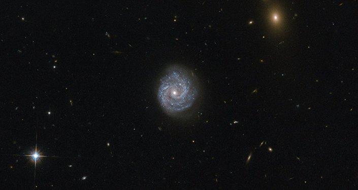 Galáxia na constelação de Virgo, imagem tirada pelo telescópio Hubble
