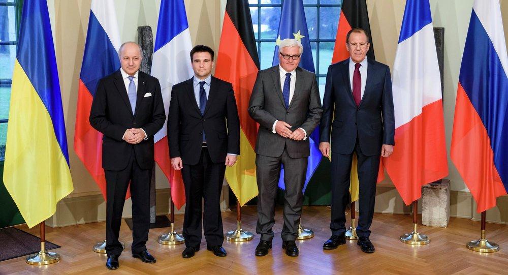 Ministros do exterior francês Laurent Fabius, ucraniano, Pavlo Klimkin, alemão, Frank-Walter Steinmeier e russo, Sergei Lavrov.