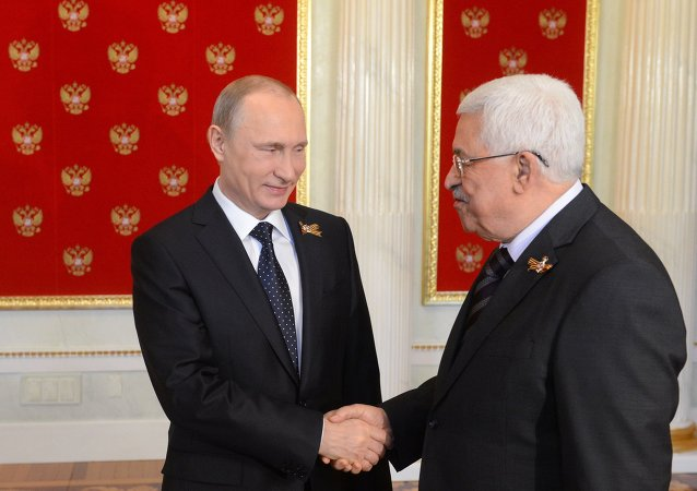 Presidente russo Vladimir Putin em encontro com o presidente da Palestina, Mahmoud Abbas, em 9 de maio de 2015.