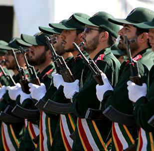 Agentes do Corpo de Guardiões da Revoluçao Islâmica durante a parada militar anual que marca aniversário do início de guerr com o Iraque de 1980-1988, Teerã, Irã, 2015